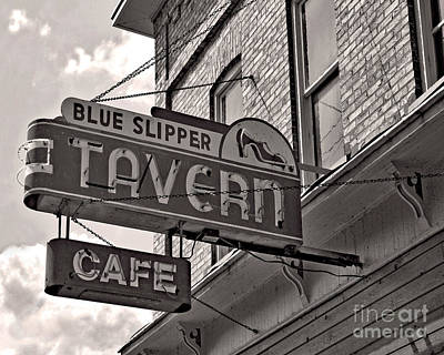 Photograph - Barhopping At The Blue Slipper by Lee Craig