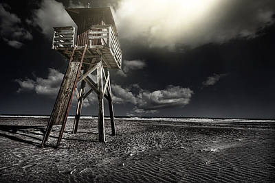 Photograph - Beach House by Gabriel Calahorra