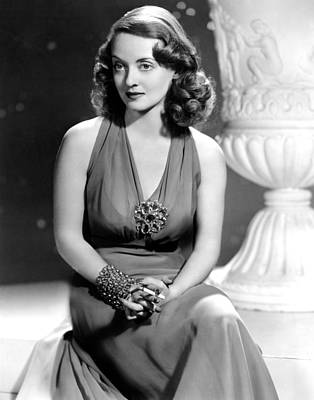 Colbw Photograph - Bette Davis, Warner Brothers, 1940s by Everett