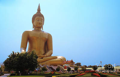 Big Buddha Print by Kongdet Langsiriwattanakul