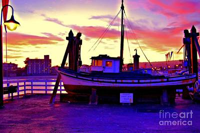 Santa Cruz Wharf Photograph - Boat On Santa Cruz Wharf by Garnett  Jaeger