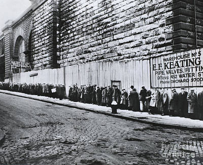 Bread Line Photograph - Bread Line Beside The Brooklyn Bridge by Photo Researchers