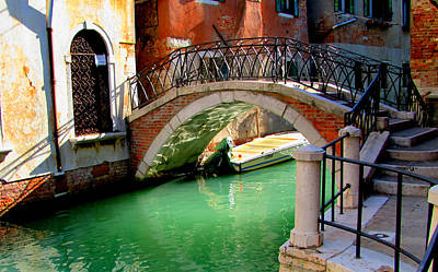 Bridge In Venice Art Print by Barbara Walsh