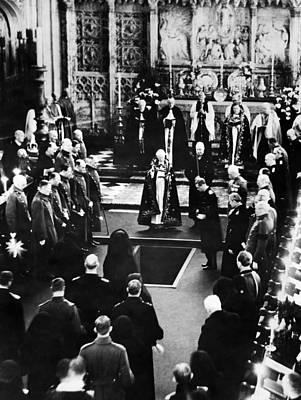 King George V Photograph - British Royal Family. Center by Everett