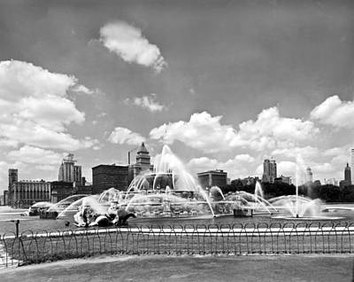 1950s Art Photograph - Buckingham Fountain In Chicago by Underwood Archives