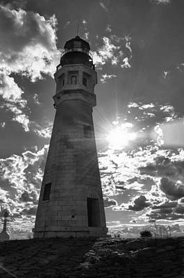 Photograph - Buffalo Lighthouse 16717b by Guy Whiteley