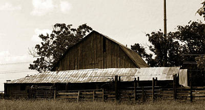 Photograph - Byhalia Road Barn-vintage by Barry Jones