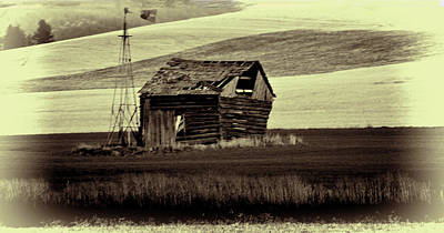 Photograph - Cabin With Windmill by Dale Stillman