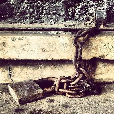 Rust Wall Art - Photograph - Cerrado Por Tiempo Indefinido by Diego Jolodenco