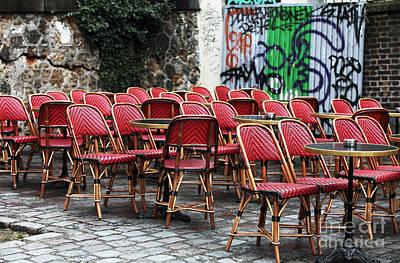 Chaises Rouges Art Print