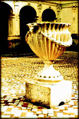 Photograph - Chateau Villandry Urn by Susie Weaver
