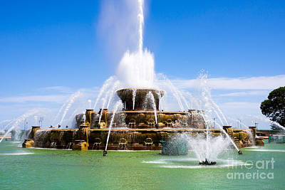 Buckingham Fountain Wall Art - Photograph - Chicago Buckingham Fountain by Paul Velgos