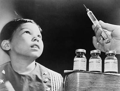 Polio Vaccine Photograph - Child Looks At A Syringe by Everett