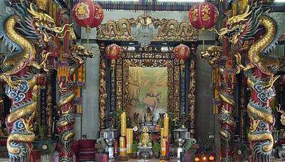 Photograph - Chinese Shrine Of Goddess Brahma Met Dthb1282 by Gerry Gantt