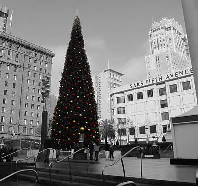 Christmas Tree-union Square Art Print by Douglas Barnard