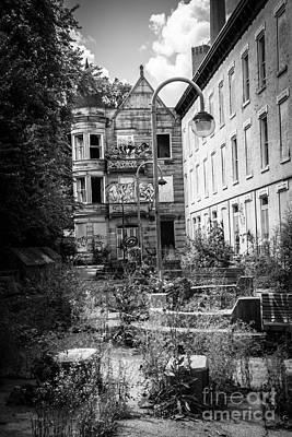 Decrepit Photograph - Cincinnati Glencoe-auburn Hotel by Paul Velgos