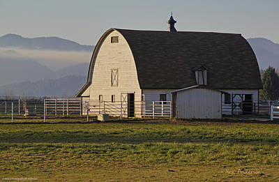 Art Print featuring the photograph Classic Barn Near Grants Pass by Mick Anderson