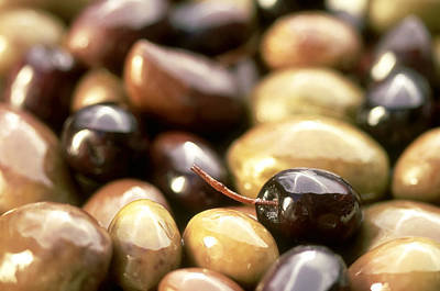 Black Olives Photograph - Close-up Of Olives by Frances Andrijich
