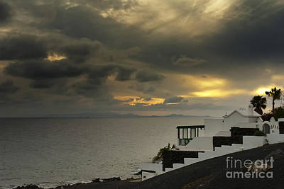 Photograph - Cloudy Sunset by Roberto Bettacchi