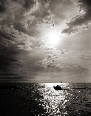 Photograph - Coming In by Bill Pevlor