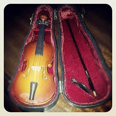 Violins Photograph - Cosas Que Encuentro En Mi Casa #violin by Norah Elena  Borrero