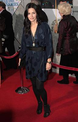 Long Necklace Photograph - Courteney Cox Wearing A Marc Jacobs by Everett
