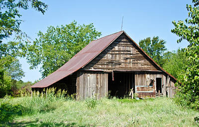 Old Barns Photograph - Cove Barn by Lisa Moore
