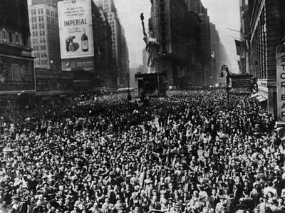 Crowds In Times Square, New York Art Print by Everett