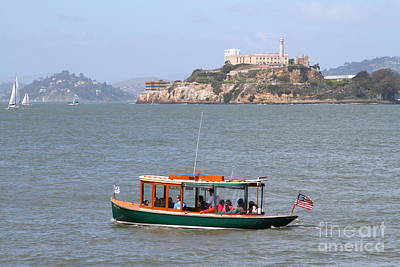 Alcatraz Photograph - Cruizing The San Francisco Bay On The Pier 39 Boat Taxi With Alcatraz Island In The Distance.7d14322 by Wingsdomain Art and Photography