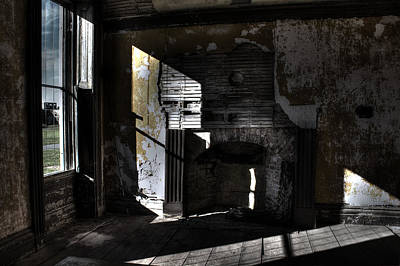 Photograph - Crumbling Hearth by Andrew Pacheco