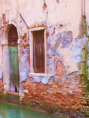 Crumbling Venetian Beauty Art Print