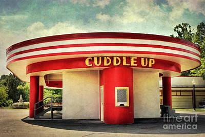 Glen Echo Park Photograph - Cuddle Up by Susan Isakson
