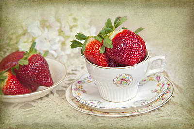 Photograph - Cup Of Strawberries by Cheryl Davis