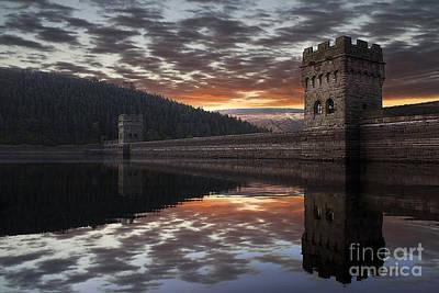 Howden Reservoir Photograph - Dambuster Dawn by Martin Jones