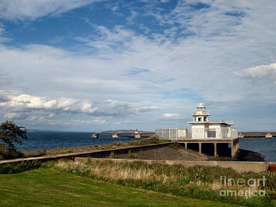Photograph - Derelict Leith Lighthouse by Yvonne Johnstone