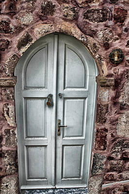 Door In Santorini Art Print by Tom Prendergast