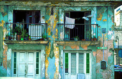 Photograph - Dos Balcones-habana by John Galbo