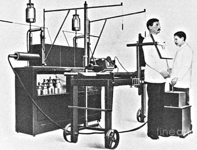 Photograph - Early 20th Century X-ray Machine by Science Source