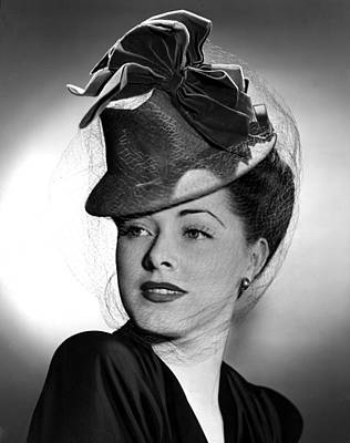 Eleanor Parker Wearing A Tall Crowned Art Print by Everett