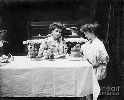 Plate Of Grapes Photograph - Electric Cookware, 1908 by Granger