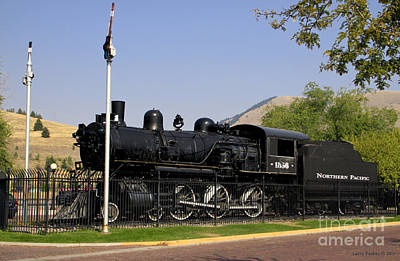 Photograph - Engine 1563 by Larry Keahey