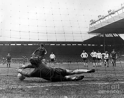 Tottenham Photograph - England: Soccer Game, 1973 by Granger