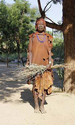 Painting - Ethiopia-south Woman With Bundle Of Sticks by Robert SORENSEN