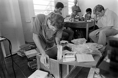 Fbi Agents In Jonestown, Going Art Print by Everett