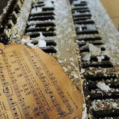 Piano Wall Art - Photograph - Filthy, Dirty Piano by Ian Edward