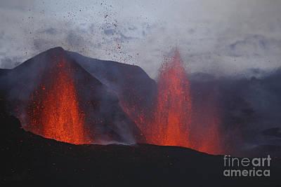 Going Green - Fimmvörduhals Eruption, Lavafountains by Martin Rietze