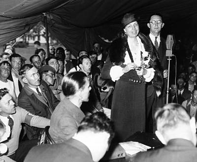 First Lady Eleanor Roosevelt Visits Print by Everett