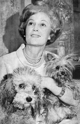First Lady Patricia Nixon With Pet Art Print by Everett