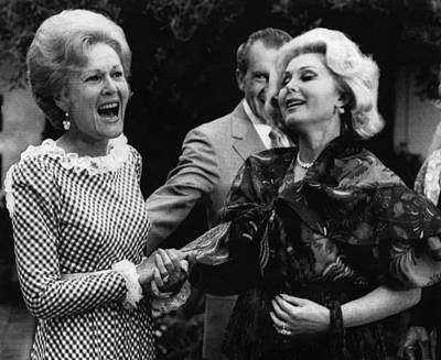 First Lady Patricia Nixon With Zsa Zsa Print by Everett