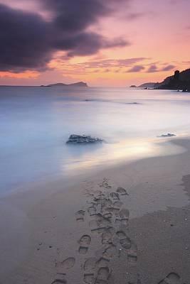 Footprints On Beach At Sunset Art Print by Oscar Gonzalez